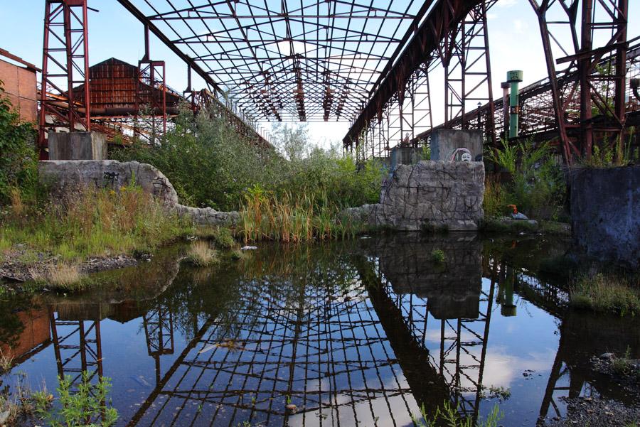 Cominciati i lavori per la demolizione dei ruderi delle ex Acciaierie Mandelli